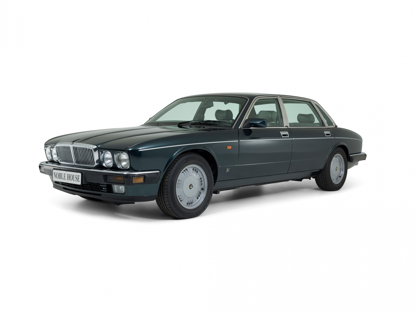 Daimler Majestic XJ40 Noble House Classics NL Front View