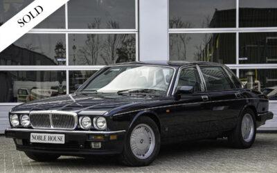 Daimler Double Six Majestic Insignia